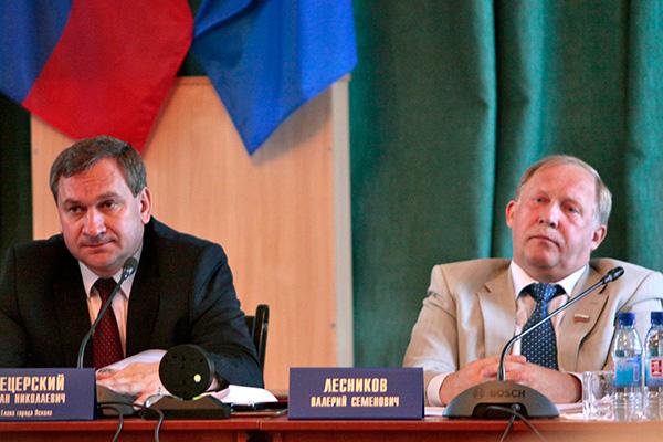 Слушая Сергея Колесникова, Иван Цецерский и Валерий Лесников выглядели устало-огорченными