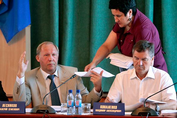 Валерий Лесников, обычно словоохотливый при обсуждении земельных вопросов, на этот раз молчал