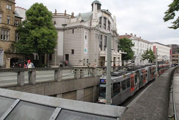 Вот так билефельдский трамвай превращается в метро