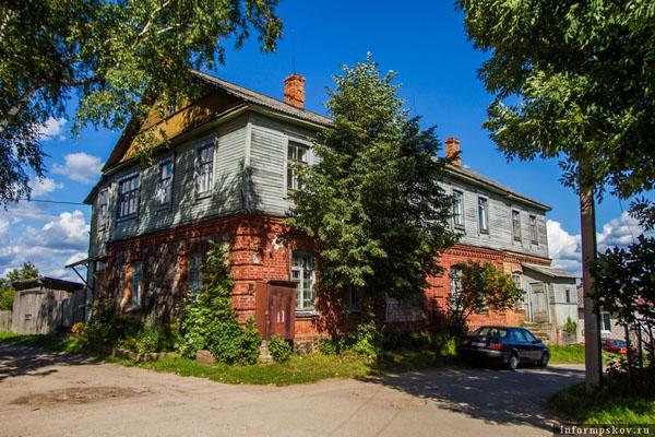 На фото: один из сохранившихся купеческих домов