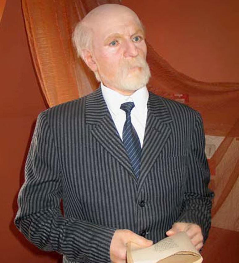 На фото: Райнис (псевдоним) - настоящие имя и фамилия — Янис Плиекшанс.  Латышский поэт, драматург, переводчик, политик, общественный деятель. 1865-1929