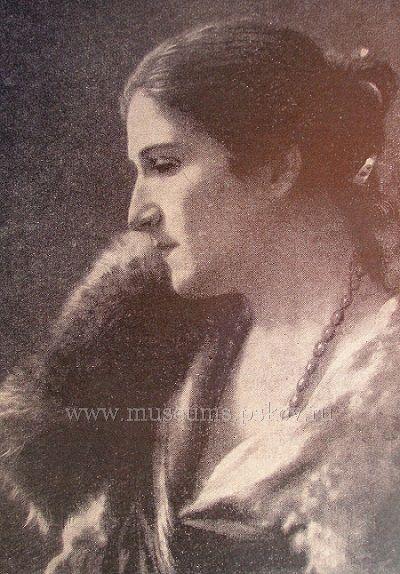 На фото: Людмила Андреевна Ямщикова-Дмитриева  (Артур Феличе) (фото с museums.pskov.ru)