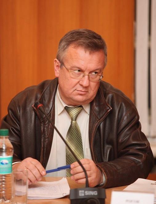 Перед лидером псковским коммунистов Александром Роговым стоит непростая задача закрыть кандидатами больше половины вакантных мандатов