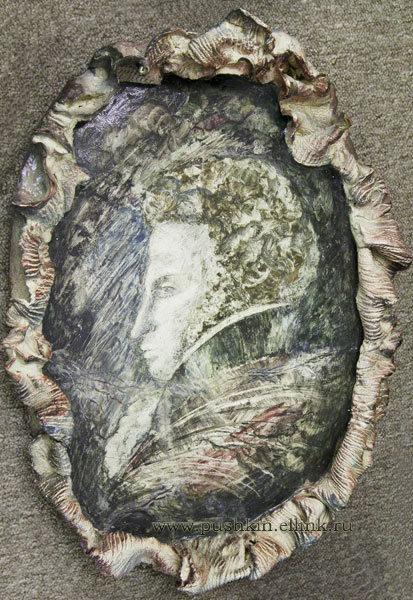 На фото: Ревекка Цузмер. Медальон из фондов Пушкинского заповедника.