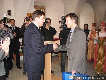 На фото: Андрей Турчак и Денис Камалягин (слева направо).