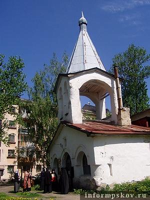 На фото: храм Преполовения Пятидесятницы