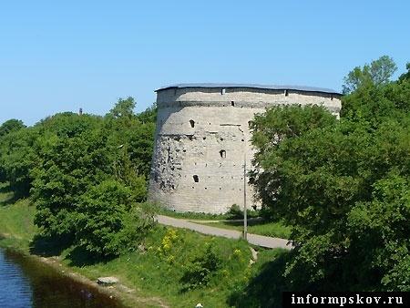 На фото: Покровская башня.