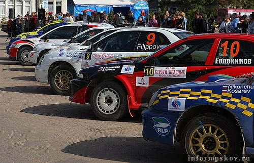 На фото: участники авторалли «Струги Красные-2009. Кубок А. Невского»