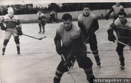 Анатолий Васильев (в центре). 1959 год.