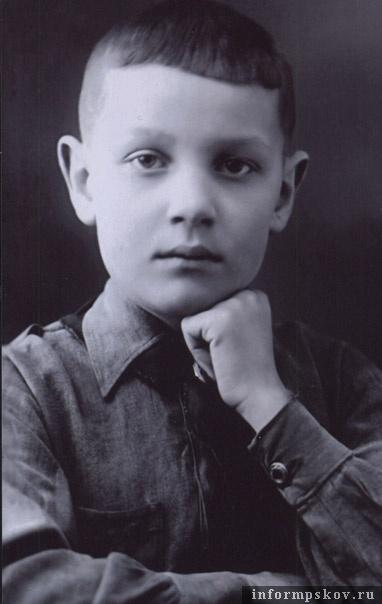 Анатолий Васильев. 1940 год.