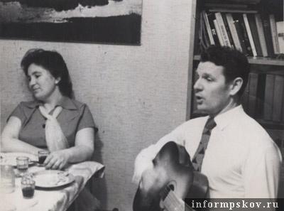 1965 год. Как видите, Анатолий Тимофеевич покорил свою будущую супругу не только превосходной спортивной подготовкой.