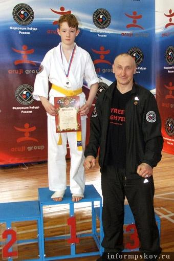 На фото: Владимир Давыдов со своим тренером Владимиром Евдокимовым