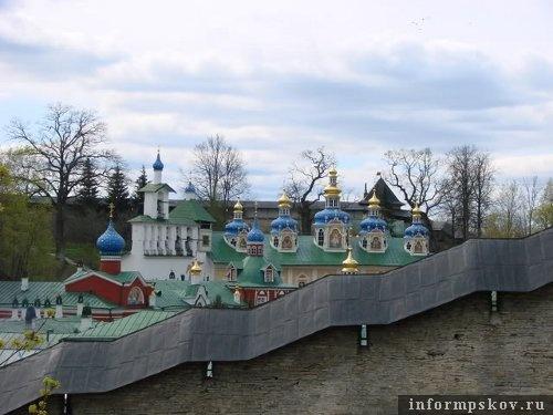 На фото: Псково-Печерский монастырь