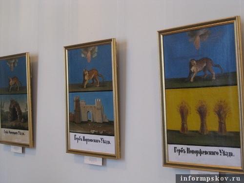 На фото: гербы Псковских уездов
