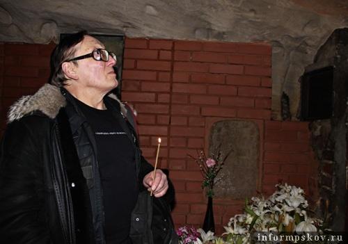 На фото: Михаил Шемякин в «Богом зданных пещерах».