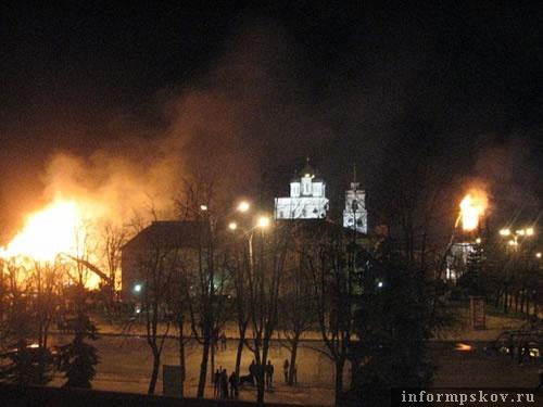 Фото с места пожара. Фото читателей ПАИ.