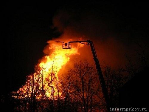 На фото: работа пожарных