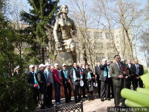На фото: делегация из Казахстана на открытии памятника
