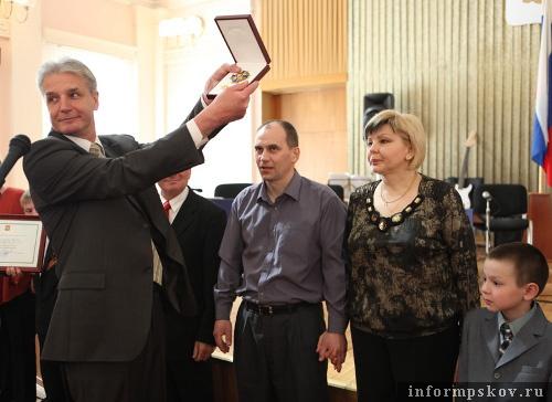 На фото: семья Никифоровых (фото с www.pskov.ru)