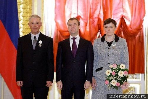На фото: Александр и Татьяна Васильевы с президентом Дмитрием Медведевым (фото с http://kremlin.ru/)