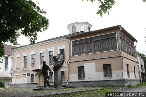 На фото: современный вид Дома губернатора