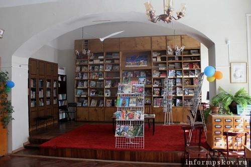 На фото: помещение бывшей губернаторской столовой