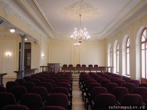 На фото: современный интерьер Земского банка. Актовый зал. 2-й этаж (фото из архива Псковского отделения ГУ Центробанка)