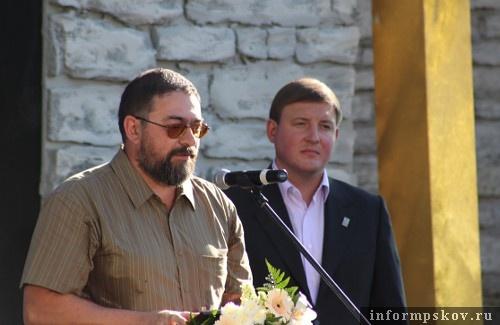 На фото: вручение премии Владимиру Сарабьянову