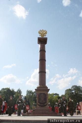 На фото: стела «Город воинской славы» в Пскове