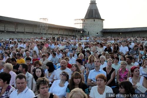 На фото: зрители оперы «Псковитянка»