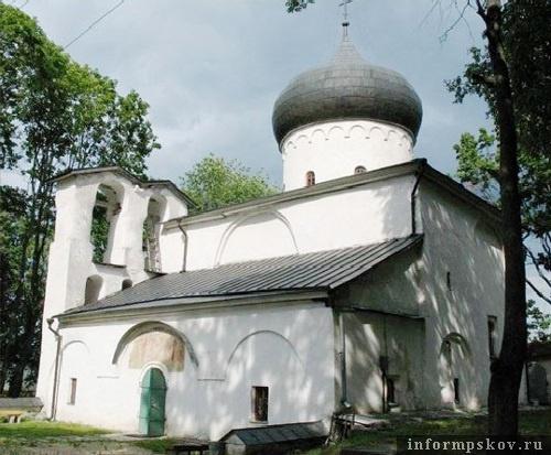 На фото: Спасо-Преображенский собор Мирожского монастыря