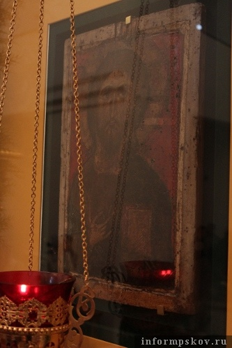 На фото: икона «Спас Вседержитель» в Спасо-Елеазаровском монастыре.