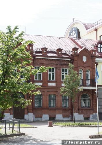 На фото: современный вид доходного дома купца Смирнова. Главный фасад