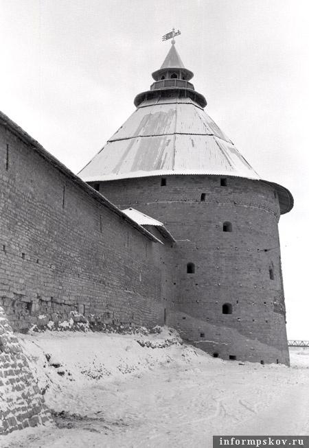 А это Покровская башня сразу после реставрации. Фото С.М. Морозова.