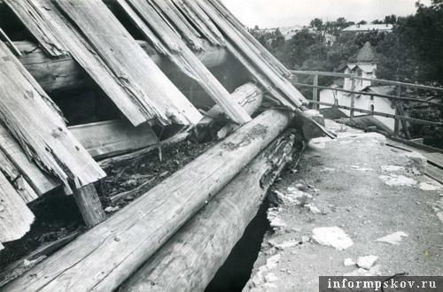 Таким шатёр Покровки стал к началу 90-х. Фото М.И.Семёнова.