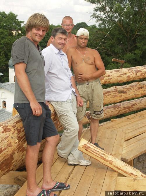 Крайний слева – Денис Валерьевич Кондратьев, в центре – Егор Александрович Сёмочкин. Фото В.Е.Никитина