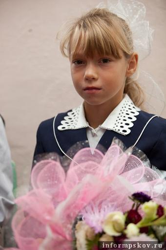 На фото: школьница с острова Залита (фото с pskov.ru)