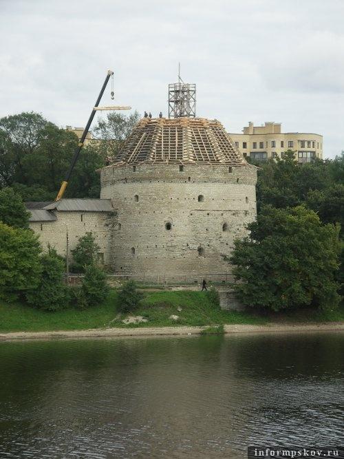 На фото: реставрация шатра Покровской башни (фото В. Никитина)