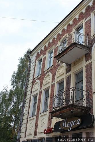 На фото: главный фасад здания