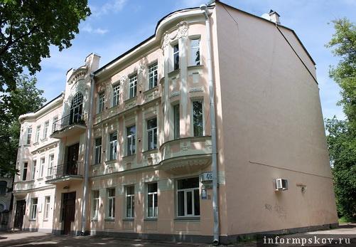 На фото: главный фасад дома Ильяшева