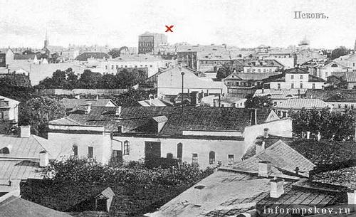 На фото: между шпилем лютеранской кирхи и куполом собора Архангела Михаила виднеется «псковский небоскрёб» Викенгейзера