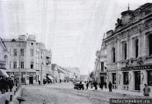 На фото: Великолуцкая улица по направлению к Троицкому собору
