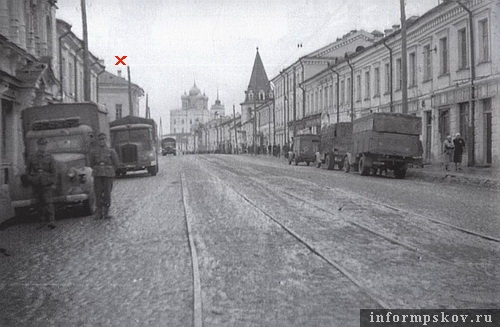 На фото: Немецкая оккупация. 1942 год. Слева - дом Брылкина