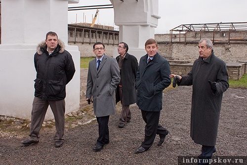 На фото: экскурсия по Кремлю