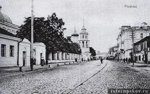 На фото: часть здания Духовной семинарии. Вдали виднеется церковь Николы со Усохи. Судя по подписи, фото сделано во время немецкой оккупации 1918 года