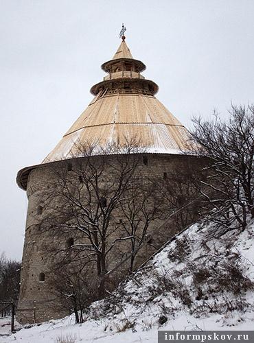 На фото: Покровская башня (съёмки 3 декабря 2010 года)