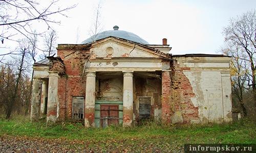 На фото: бывшая домовая церковь