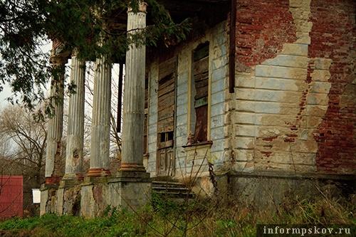 На фото: место, откуда выбегал Д. Харатьян