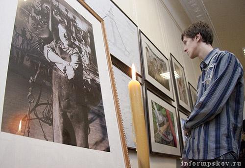 На фото: открытие фотовыставки