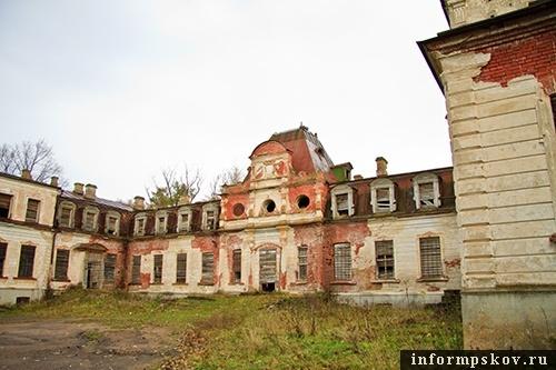На фото: графский дом в Волышово